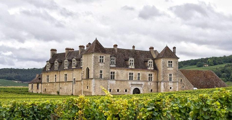 <span>The Clos de Vougeot Castle</span>
